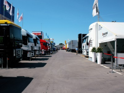 Scorching sunshine as paddock prepares for Montmeló weekend