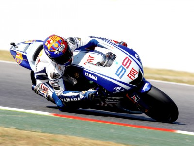 Lorenzo beats Rossi to pole for Barcelona race