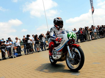 MotoGP stars enjoy classic demonstration ride