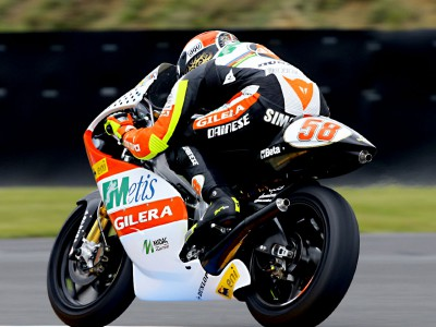 Simoncelli leva a melhor sobre os rivais no último treino das 250cc