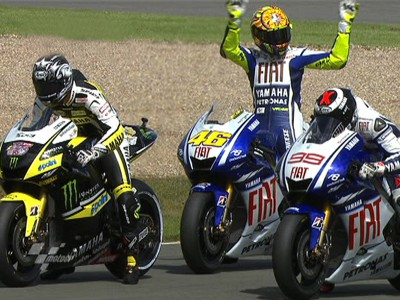 Rossi takes pole for Donington finale