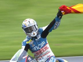 Simón se impone en una carrera al sprint