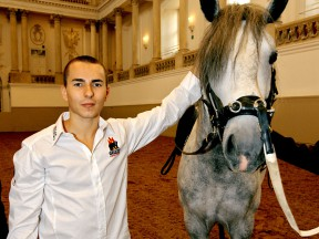 Lorenzo visits Spanish Riding School in Vienna