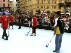 Riders participate in Brno floorball game