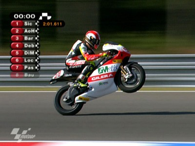 Simoncelli in charge in 250cc qualifying