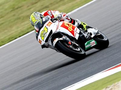 Elías se fait remarquer en montant sur le podium de Brno