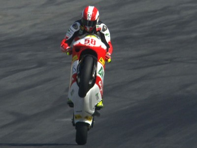 Title twist after Simoncelli takes another win