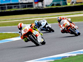 Simoncelli narrows gap with win in curtailed race
