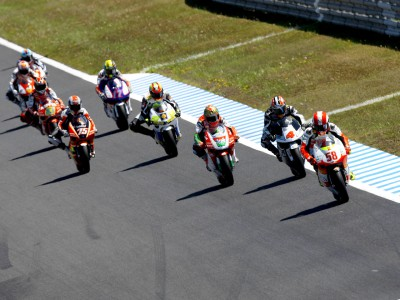 Aoyama and Simoncelli take 250cc battle to Malaysia
