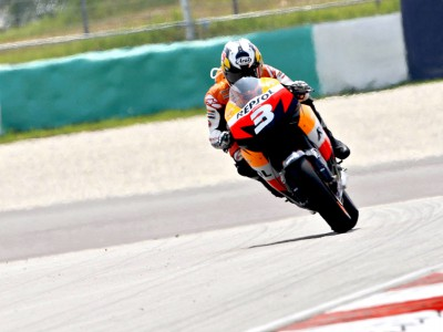 Pedrosa assumes the momentum in FP2