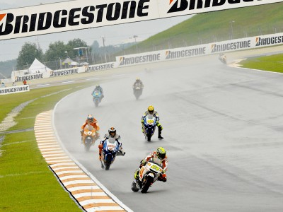 Bridgestone supera las especiales condiciones de Sepang