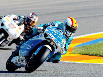 Debón crashes after securing 250cc pole