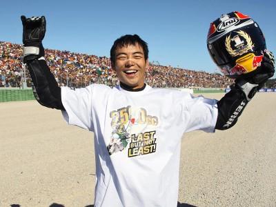 Aoyama se convierte en el último Emperador de 250cc