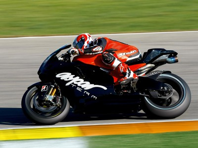 Spanish pair enjoy first day with MotoGP teams