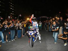 タイ訪問のJ.ロレンソ、熱狂的な歓迎に興奮