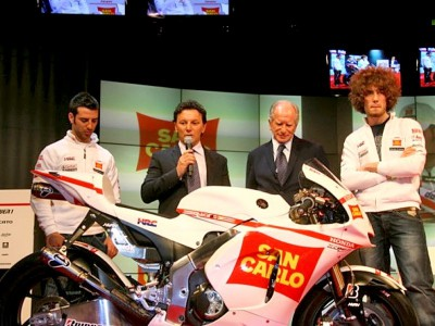 Rein-Italienisches San Carlo Honda Gresini-Team in Mailand präsentiert