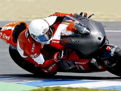 Simon prova la Desmosedici GP10 a Jerez