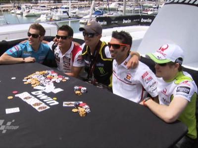 MotoGPライダーたちがジェットスキーで華麗なテクニックを披露
