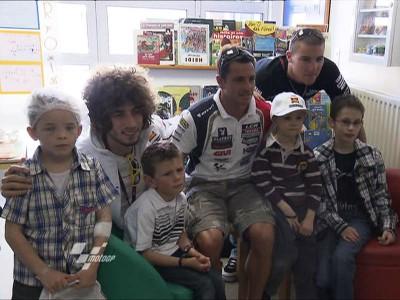 Piloti in visita ai bimbi in ospedale a Le Mans