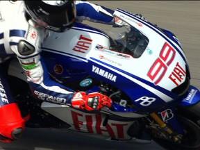 Lorenzo lidera una FP2 marcada por la caída y lesión de Rossi