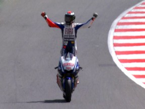 Imposing Silverstone win for Lorenzo