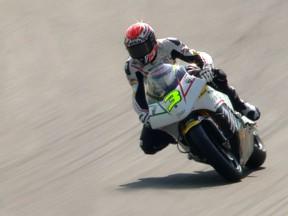 Corsi Schnellster im turbulenten Moto2 Training