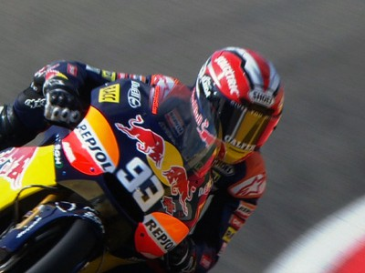 Márquez capitalises on improved conditions in third session