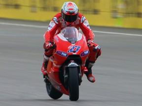 Stoner marca o ritmo e assegura pole de Aragón