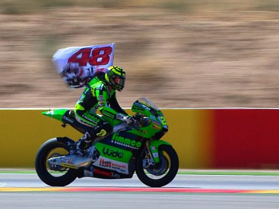 Iannone storms to Aragón victory