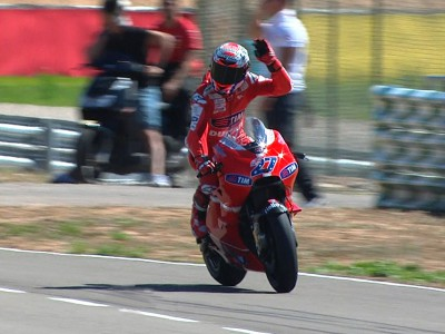 Stoner secures first win of 2010 at Aragón