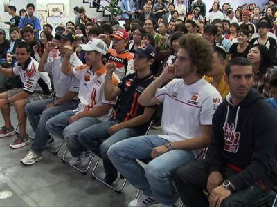 Honda-Fahrer treffen Fans in Tokio