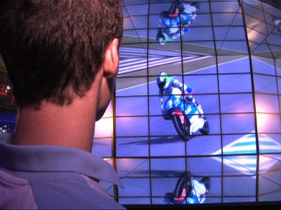 El Tuenti Racing visita el stand de Bilbao en la Expo de Shanghai