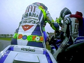 Rossi wins Sepang thriller as Lorenzo secures 2010 title