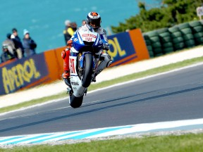 Lorenzo on front row as Rossi qualifies in eighth