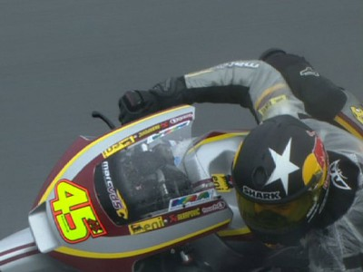 Redding makes most of wet Moto2 session
