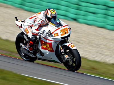 Marco Melandri saluta la MotoGP