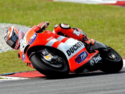 Hayden persists with GP11 work but Rossi sits out second day