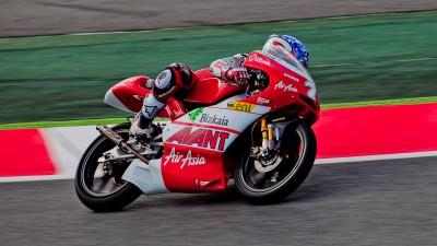 Vázquez mène le warm-up 125cc sur piste mouillée à Montmeló