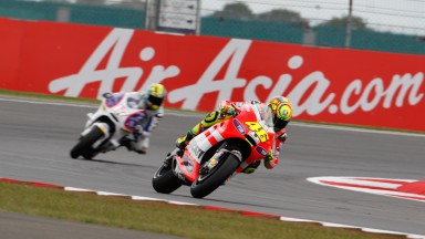 Unpredictable weather boosts Hayden, affects Rossi