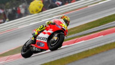 Hayden finaliza cuarto y Rossi sexto en la difícil carrera británica