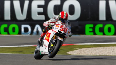 Simoncelli stays in front of MotoGP rivals