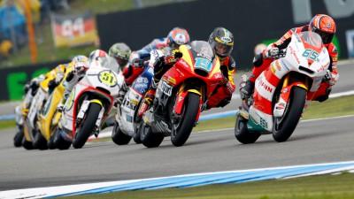 Moto2 llega a Italia con Bradl como líder destacado