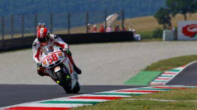 Simoncelli in front in MotoGP warm up