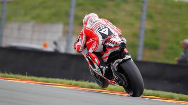 Buen inicio de Hayden, siguen los problemas para Rossi