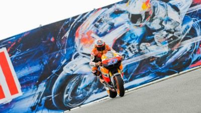 Stoner inches out Pedrosa in California FP3