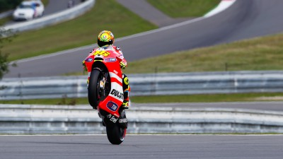 Rossi and Hayden begin Brno set up work