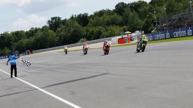Iannone triomphe devant Márquez et Bradl à Brno