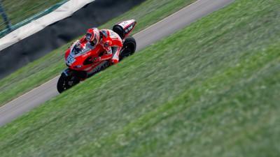 Rossi and Hayden work on GP11.1 set up