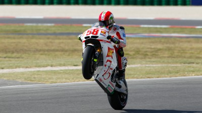Positive first day for Simoncelli and Aoyama