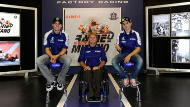 Wayne Rainey visits Yamaha HQ